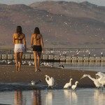 Talia y Carolina en bahía de Paracas