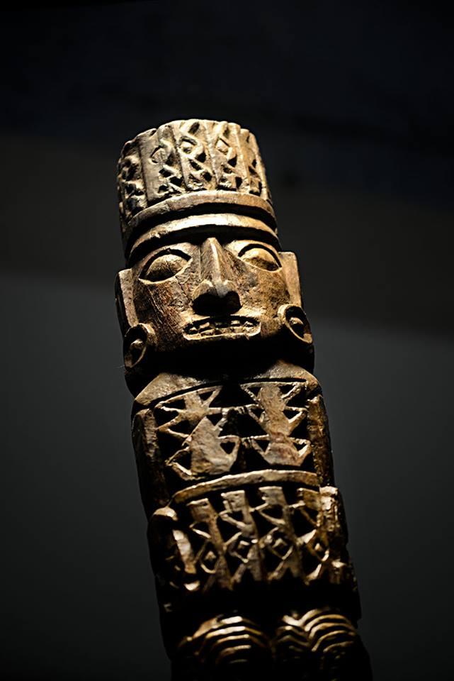 El ídolo de Pachacamac posee una altura de 2,34 metros, un ancho promedio de 21 cms y 17 cma de circunferencia.