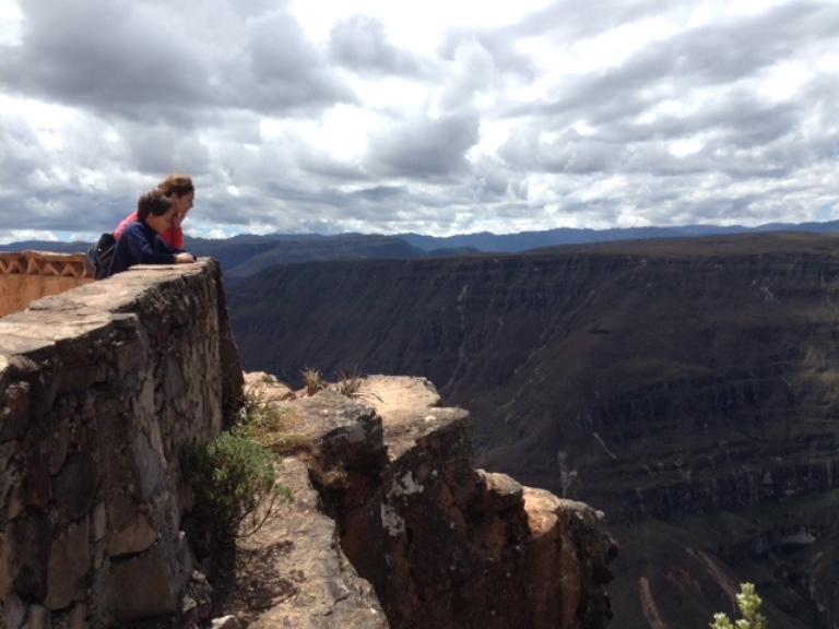 Con Lucas en el mirador de Huancas con vista al cañón del Sonche.