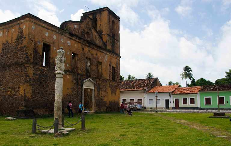 En la iglesia de San Matías se observa un pelourinho de piedra utilizado para castigar a los esclavos.