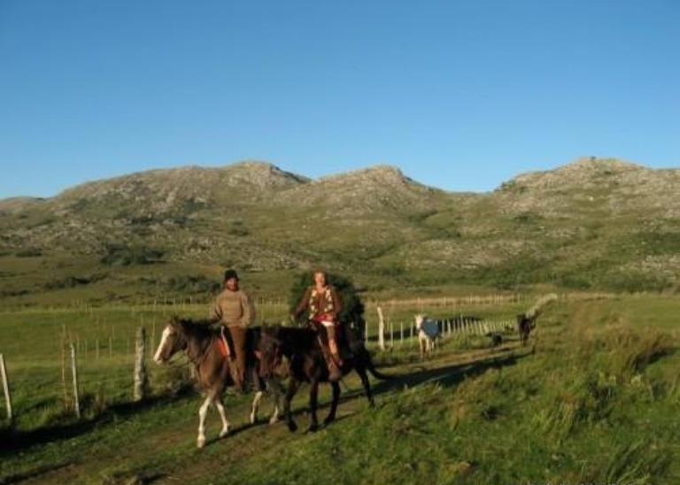 Cabalgar en los campos del Uruguay, sentimiento natural al alcance de los sentidos.