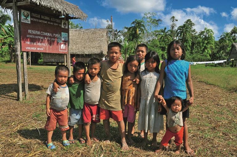 Niños indígenas de las comunidades nativas de la provincia de Purús. El futuro debe ser de ellos. Foto Michell León, APECO/WWF