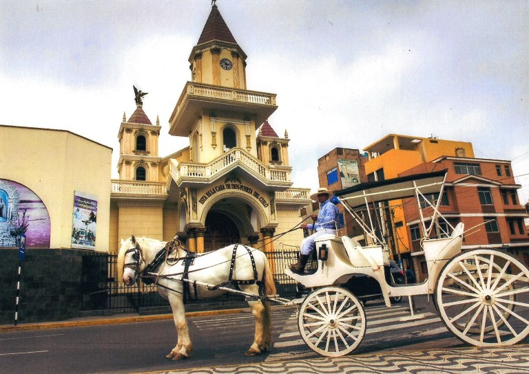 carruaje-catedral-huacho-2016