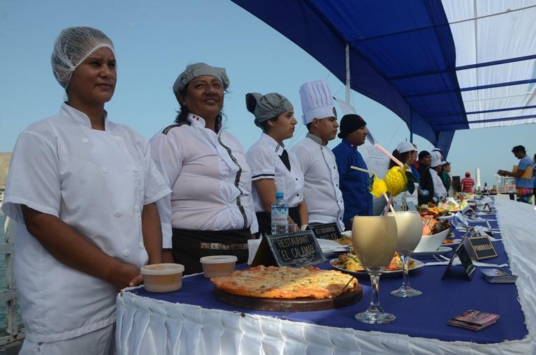 Del mar a la mesa, la oferta culinaria de Cerro Azul no tiene pierde. Foto: Yvette Sierra