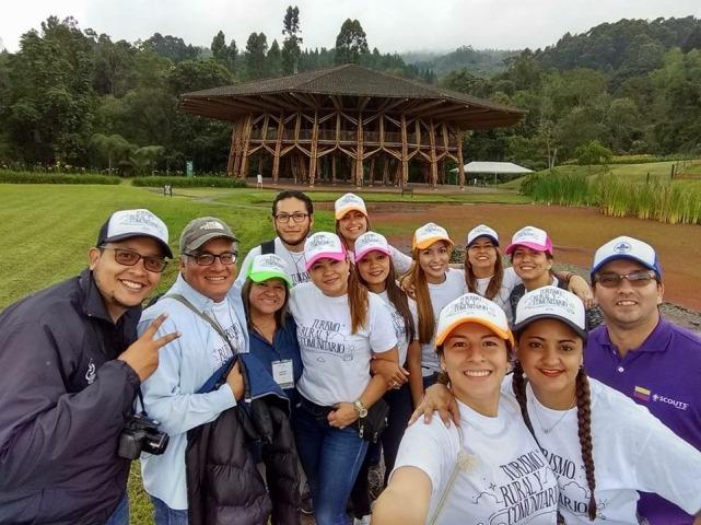 Con Jorge Eduardo Atehortúa de SENA Regional Caldas y el equipo de la Corporación para el Desarrollo de Caldas. Manizales, mayo 2017.