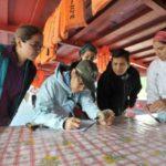 Tabulando información obtenida a bordo del Wachito. Sebastián Castañeda / WWF Perú