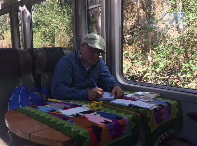 Escribiendo estas notas en uno de los cómodos vagones del Vistadome de Peru Rail.