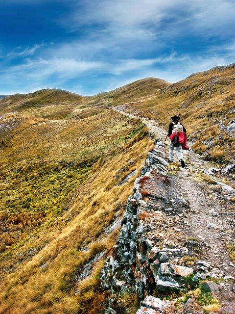 Tramo Huánuco Pampa - Huamachuco, camino con muro de sostenimiento  y terraplen entre Maraycalla e Inca  Misana,  Yauya, Carlos Fermin Fitzcarrald, Ancash. Foto Ministerio de Cultura.
