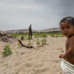 El agua escasea en Nazca y el sol abruma.