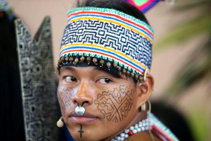 Tres mil indígenas llegados de todo el Perú y de los territorios de los vicariatos vecinos de Bolivia y Brasil aguardaban la llegada del sumo pontífice. Foto: ANDINA.
