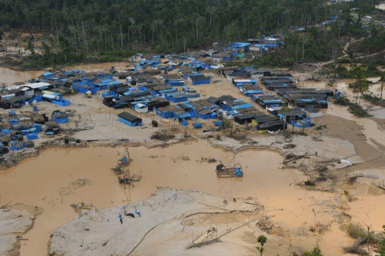 Campamento minero en La Pampa, Madre de Dios. Foto: Agencia Andina.