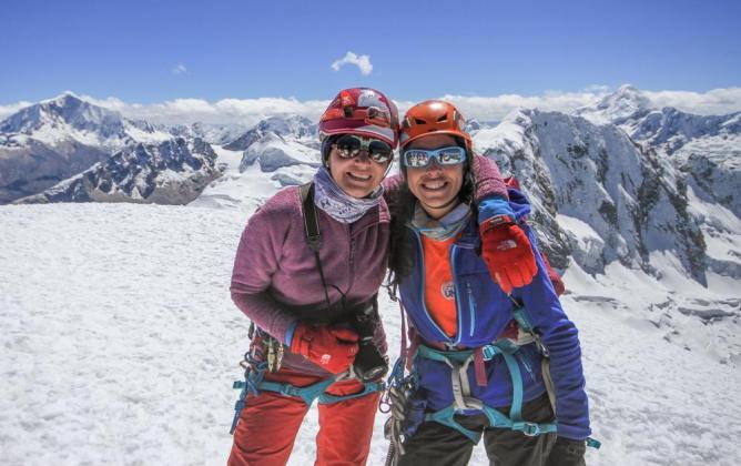 on Dennys Sanjinés, montañista boliviana, compañeras de ruta en Mujer Montaña.Foto archivo Lixayda Vásquez.