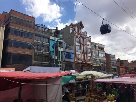 La feria de El Alto es considerada como una de las más importantes de Sudamérica. Los jueves y viernes El Alto se transforma en un mercado persa.